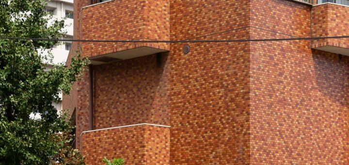 窓のないバルコニー